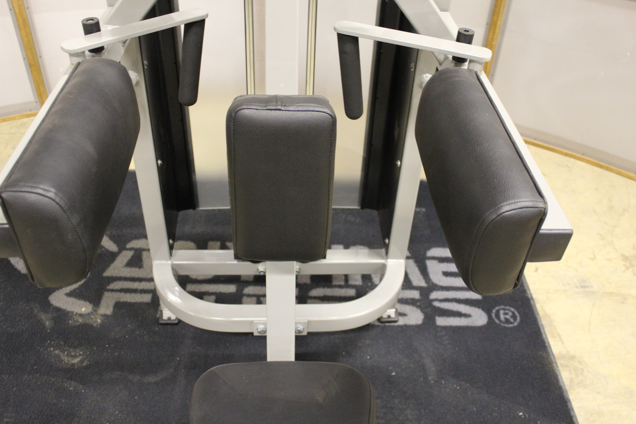 seated lateral raise machine